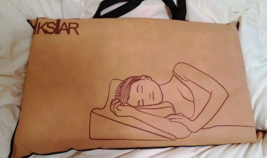 2017年Amazonで買ってよかったもの:首・頭・肩をやさしく支える健康枕『IKSTAR 人間工学設計 低反発まくら』持ち運び用バッグ